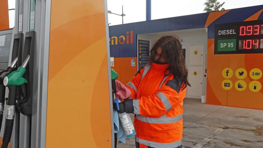 Los precios moderan su caída al 0,3% en junio por el alza de los carburantes y la luz