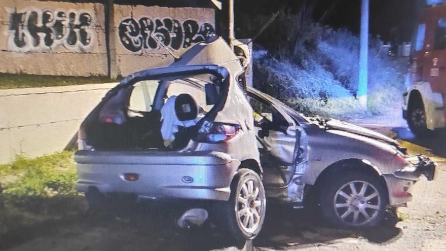 Muere tras embestir su vehículo contra un semáforo en Vigo