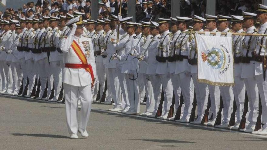La Armada entrega los despachos a sus 98 nuevos oficiales de Marín sin el Rey ni la ministra