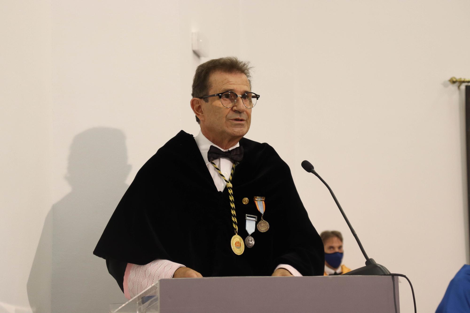 """Carot toma posesión como rector de la UIB recordando """"lógicas discrepancias"""" con Huguet"""