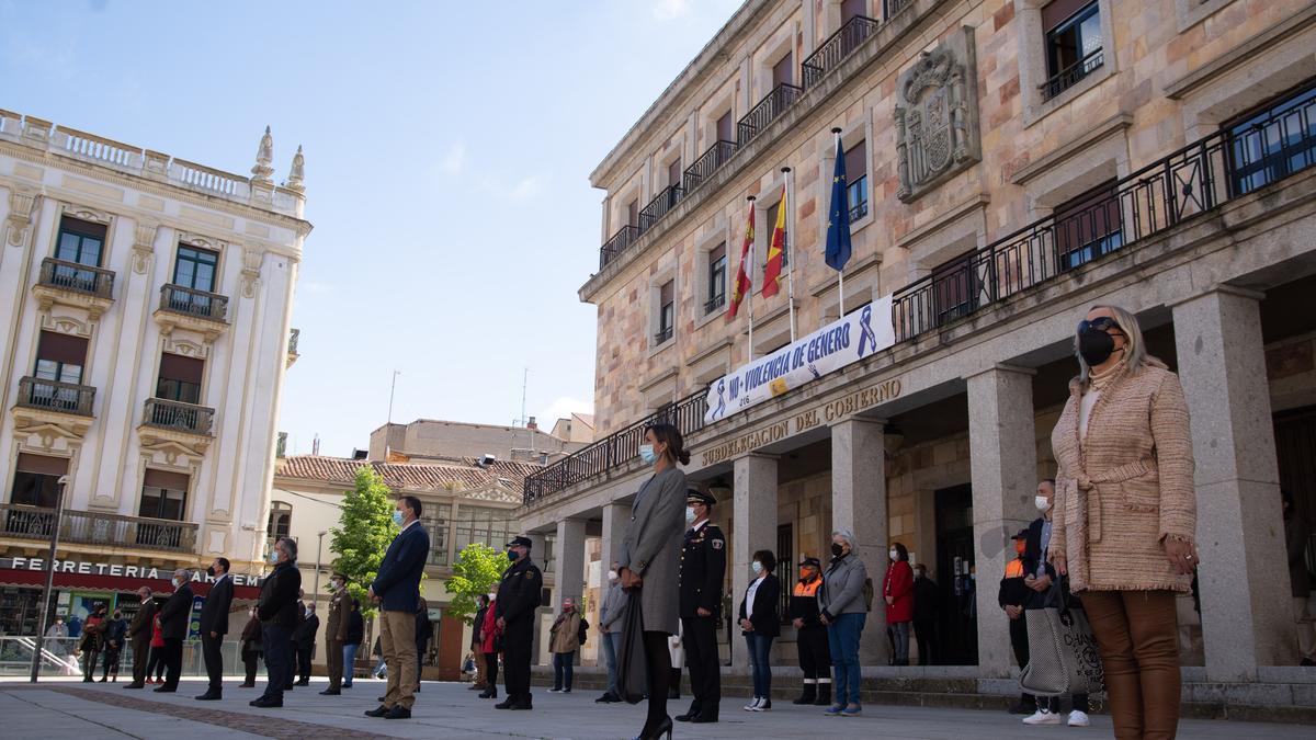 Concentración contra la violencia de género en la plaza de la Constitución de Zamora