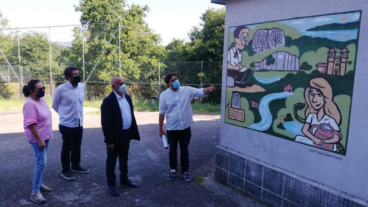 Visita al mural de Salcedo