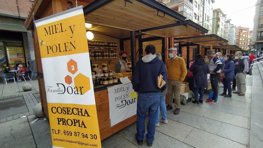 Adesval promociona la gastronomía y la artesanía de la comarca del Valle del Alagón en el País Vasco