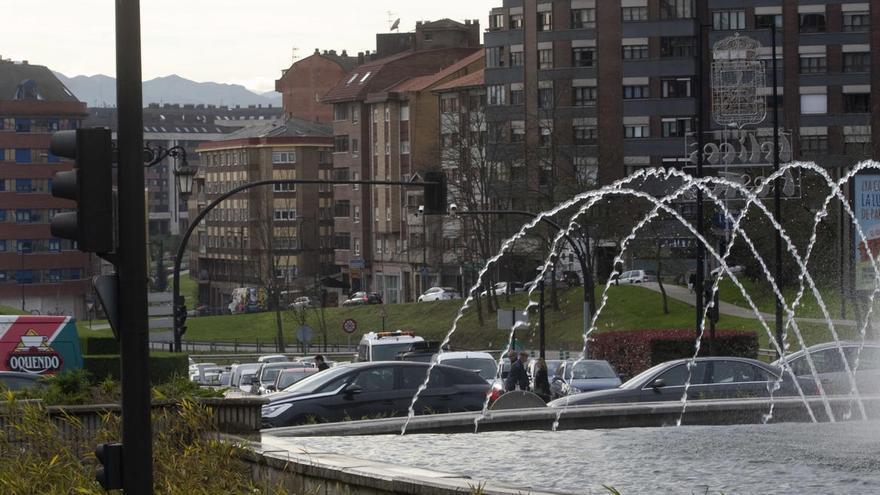 Un herido en un accidente múltiple provocado por un jabalí en Oviedo