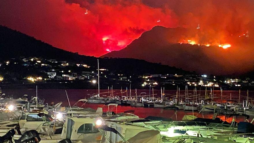 El foc forestal al cap de Creus continua actiu i és molt «inestable»