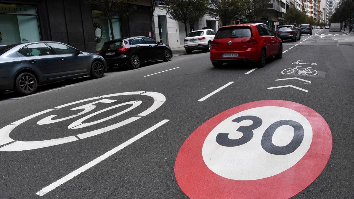 Límite a 30 km/h en la calle Juan Flórez de A Coruña.