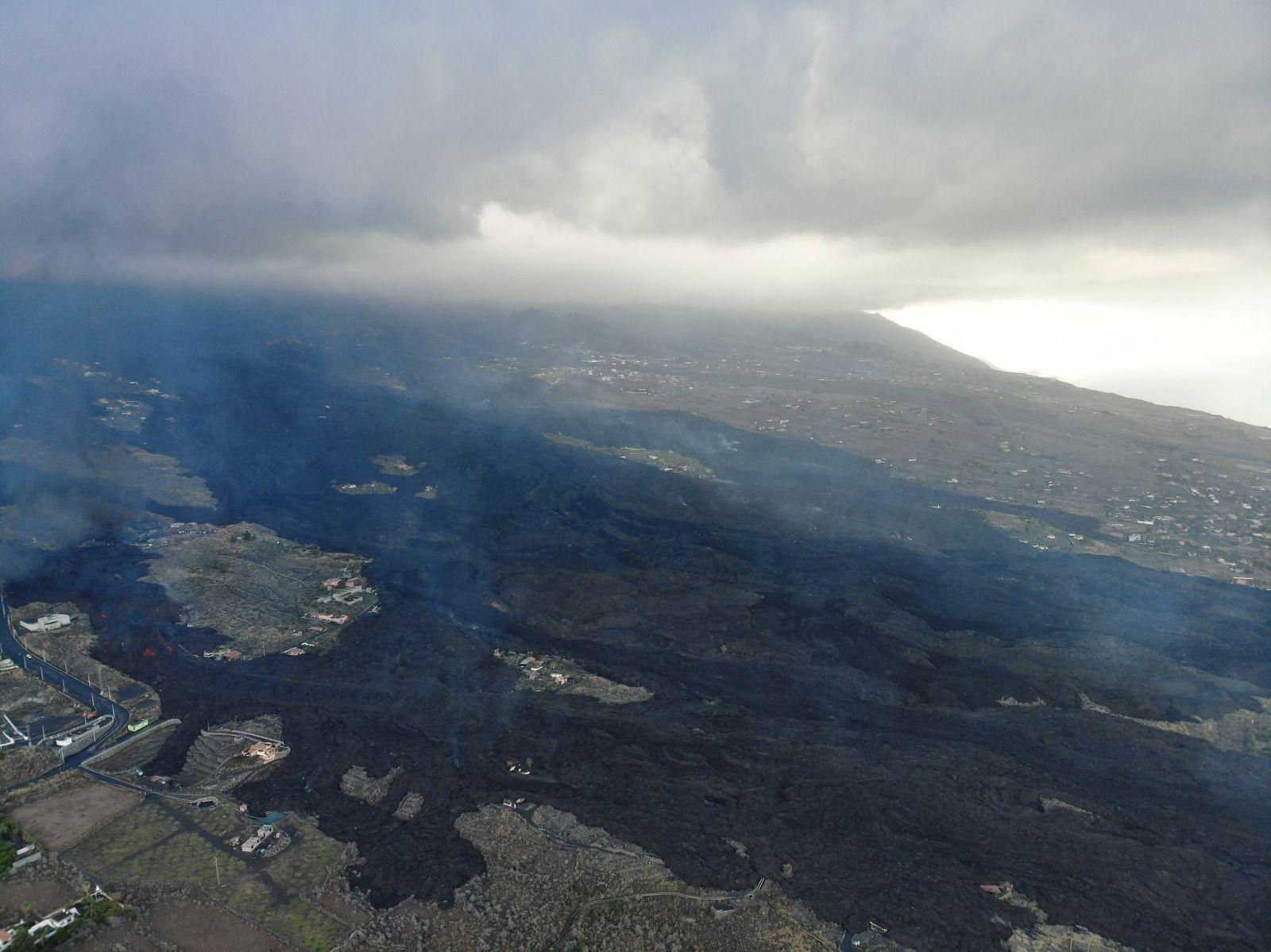Avance de la colada del volcán hacia el mar esta mañana de lunes