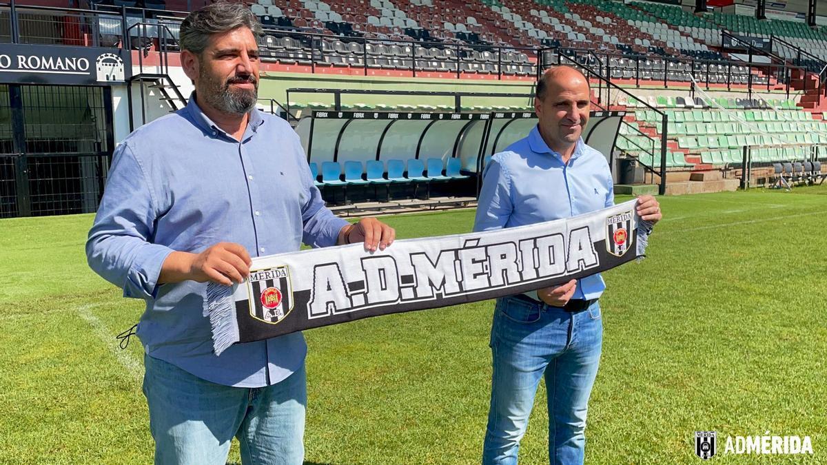 Juan García y Ander Garitano durante la presentación del entrenador, este miércoles.