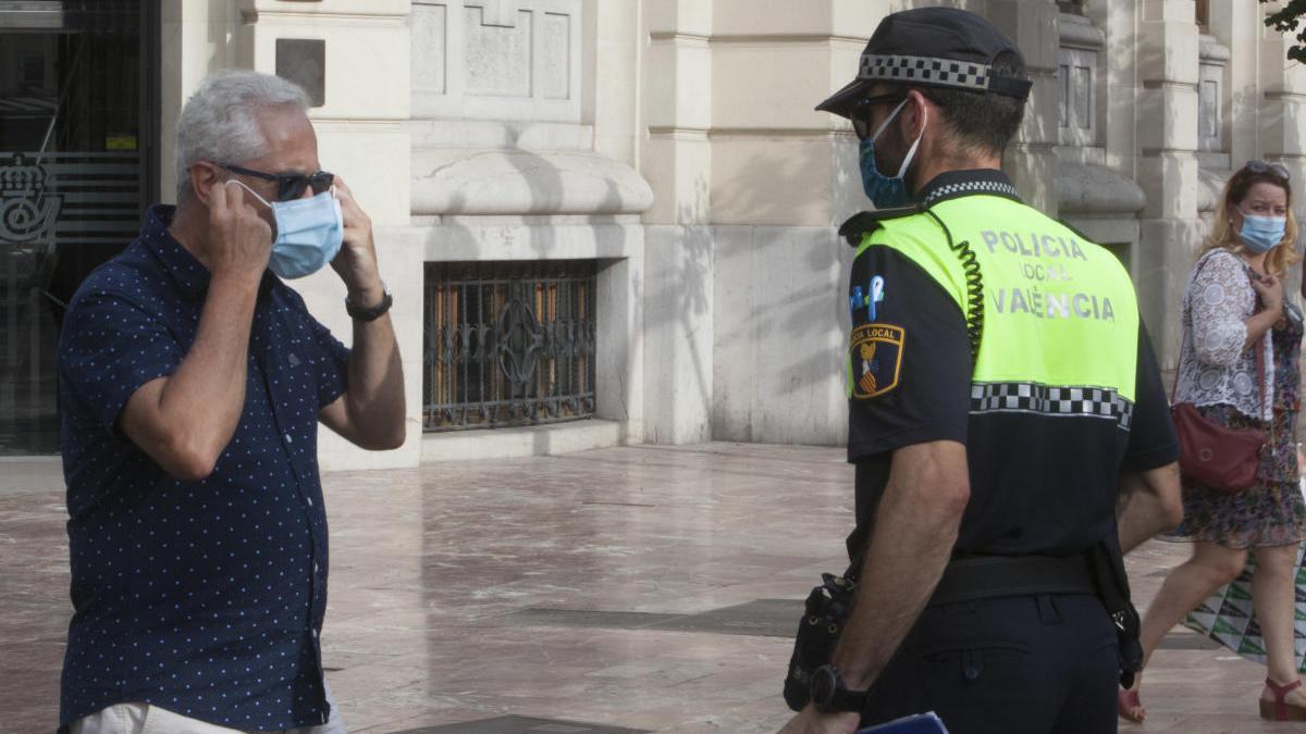 Denuncian a 1.267 personas en València por no usar mascarilla