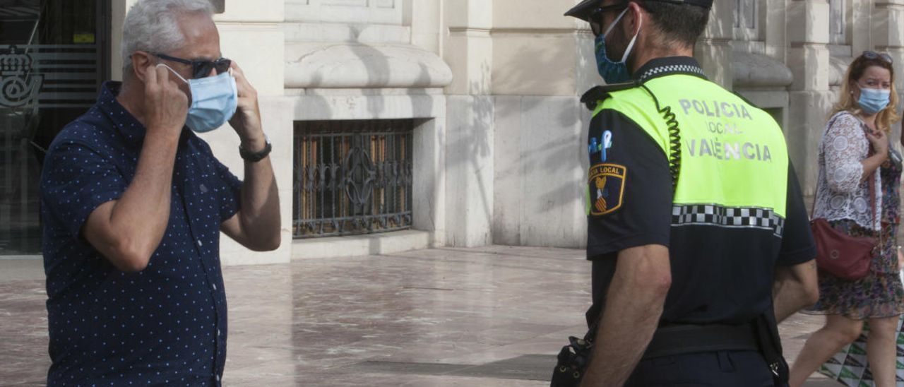 La Marina concentra el 40% de las multas por mascarillas