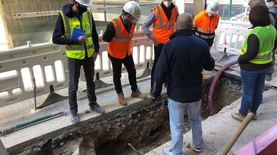 Las catas arqueológicas en la calle Fatxo se amplían hacia los restos de la Muralla de Elche