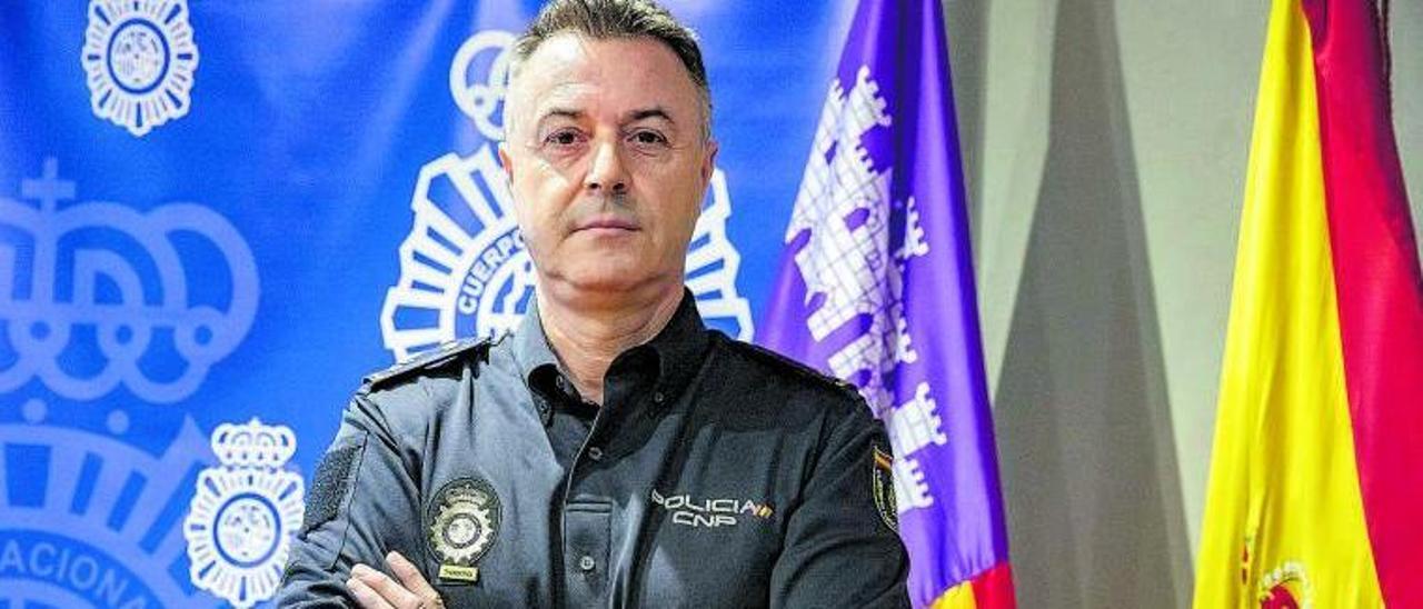 El inspector Jiménez, jefe del Grupo IV de la Unidad Contra Redes de Inmigración y Falsedad (UCRIF), en la Jefatura de Balears.