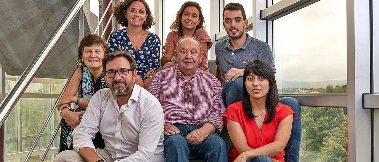 Arriba, por la izquierda, Marián y Marta García y Jorge Marrón. En el medio, Julia Dorado y José Manuel García. Delante, Javier Martín y Carina Reimundo, todos ellos del equipo de i4Life.