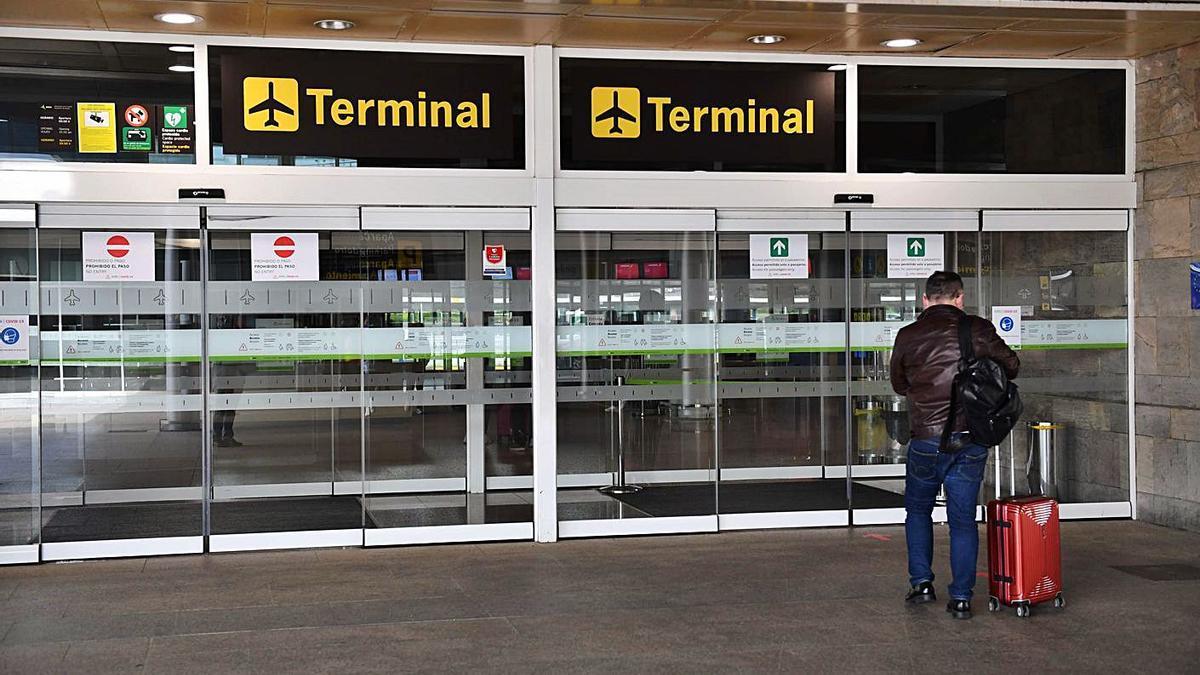 Terminal del aeropuerto de Alvedro. |   // VÍCTOR ECHAVE