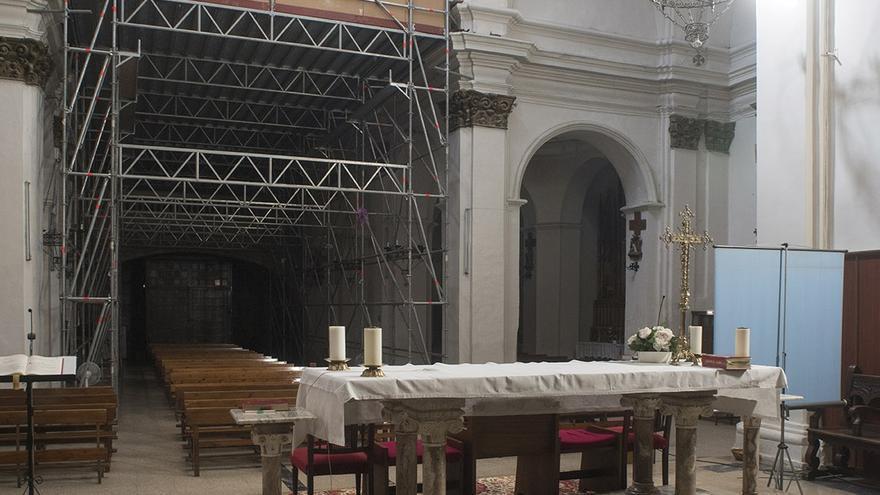Binéfar dice basta a 15 años de andamios en el templo de San Pedro y se une para recaudar fondos que lo rehabiliten