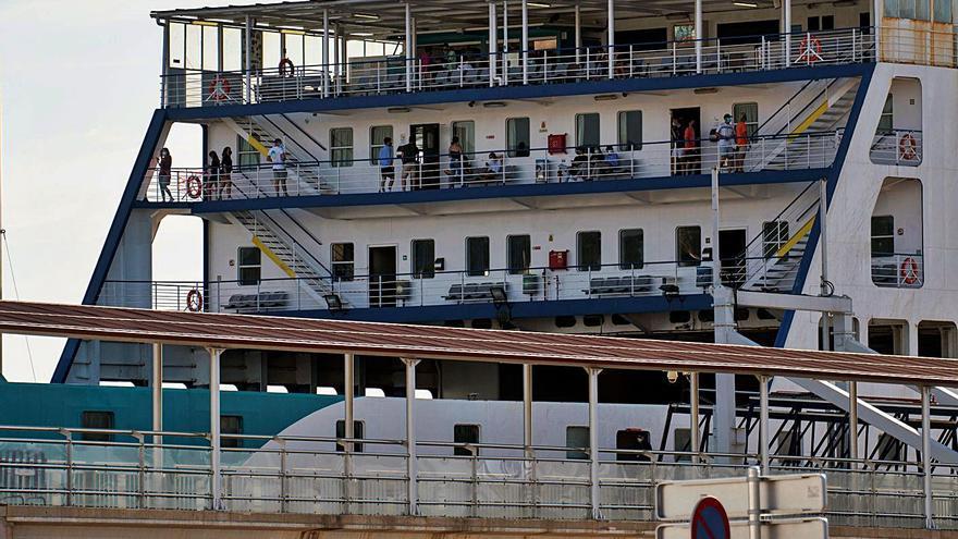 Los jóvenes vinculados al brote de Mallorca llegan en cuatro autobuses