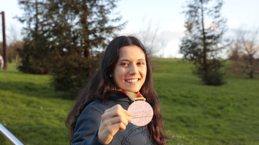 """Isabel Barreiro, asturiana bronce en Atletismo: """"Sin competiciones tienes poco ritmo, pero puedes entrenar más"""""""