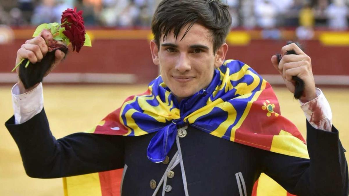 Joan Marín empezó su etapa como novillero a un alto nivel y ahora debe demostrar que atesora esas cualidades para tener un debut con caballos a la altura del respaldo que le ofrecen los aficionados de Castellón y Valencia.