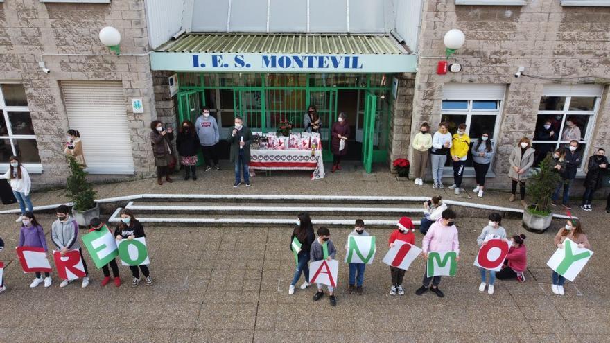 El IES Montevil baila por sus mayores