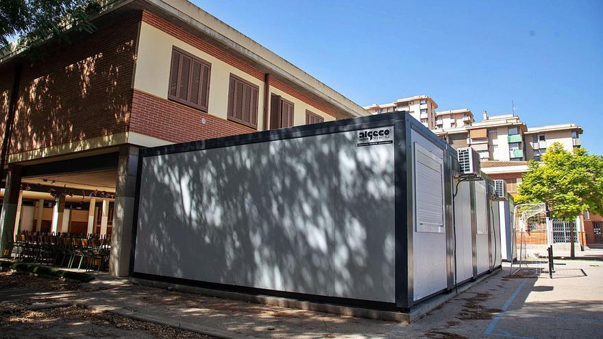La Conselleria ya empieza a instalar las aulas prefabricadas de cara al comienzo de las clases