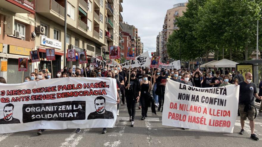 Unes 300 persones reclamen la llibertat de Pablo Hasel tres mesos després del seu empresonament