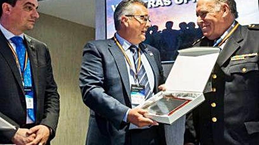 El policía Jesús Alberto Fuentes, homenajeado a la puerta de la jubilación