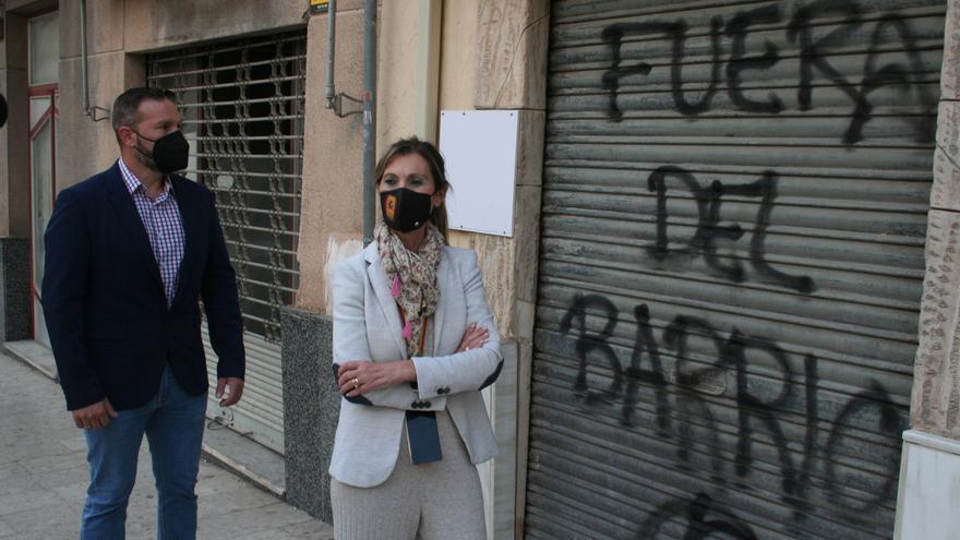 """Pintadas en la sede de Vox en Lorca: """"Fuera"""""""