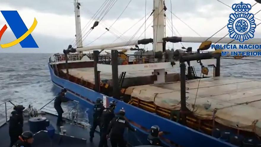 Intervenido en aguas canarias un carguero con 20 toneladas de hachís