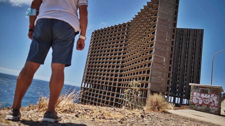 Urbanismo prevé un parque en el solar del mamotreto de Añaza
