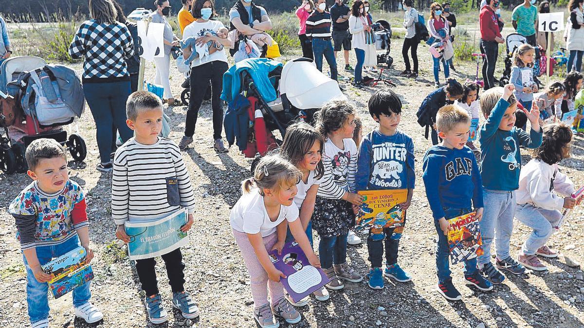 Los alumnos del colegio María Zambrano, en Parque Venecia, durante una protesta por su centro la semana pasada.