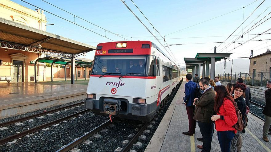 Municipios del Alto y Medio Vinalopó exigen recuperar todos los trenes entre Alicante y Villena