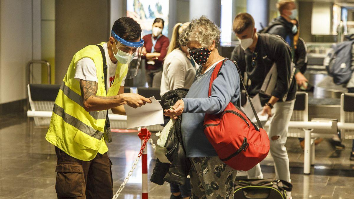 Controles de pruebas diagnósticas en los aeropuertos de Canarias.