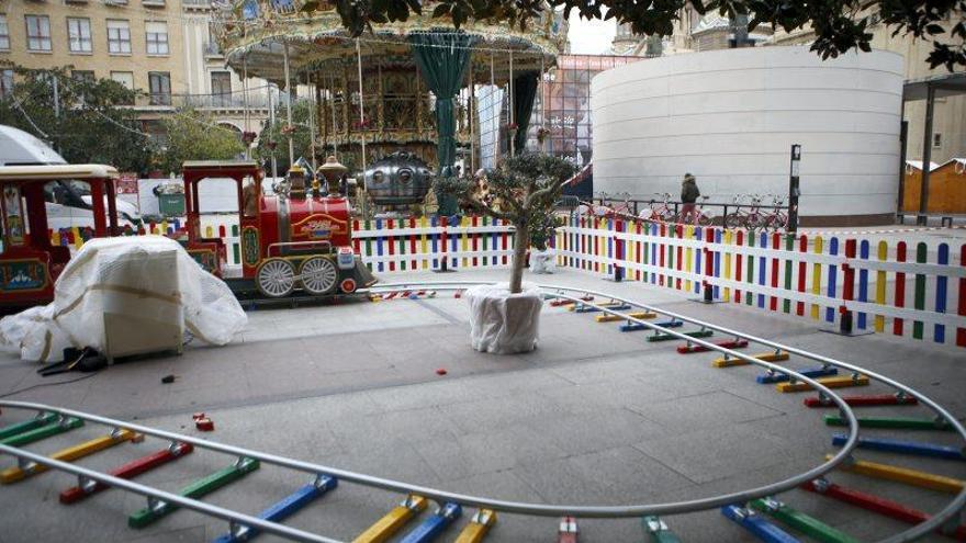 Montaje de la Muestra de Navidad en la Plaza del Pilar