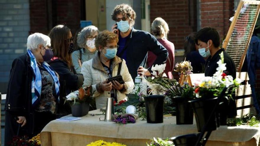 Cementerios semivacíos en un día de Todos los Santos marcado por la pandemia