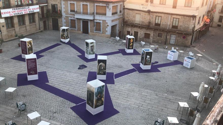 Exposición instalada en la Plaza Mayor de Fermoselle