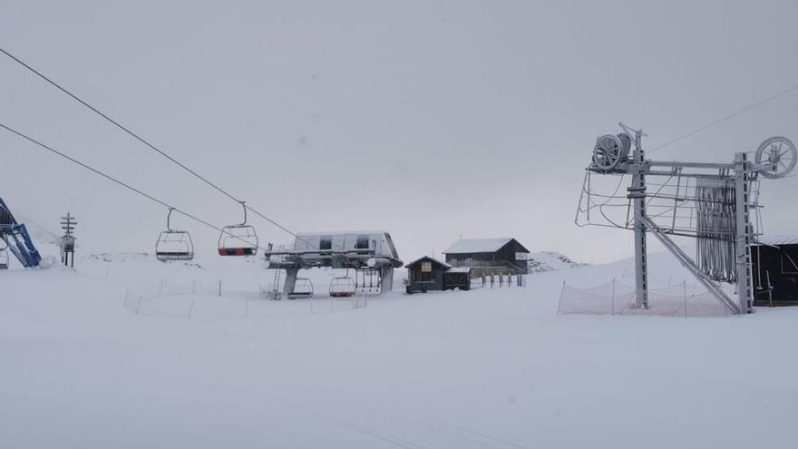 La pandemia se lleva por delante a la estación de esquí de Candanchú, que no abrirá en invierno
