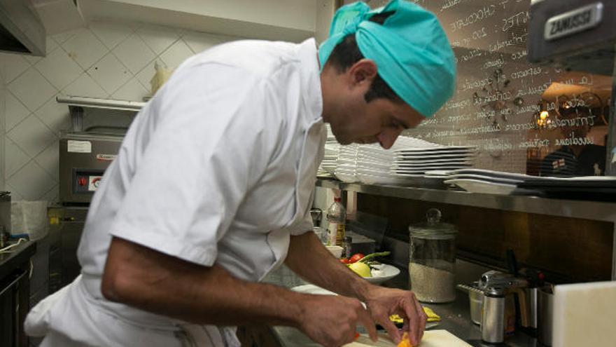 Más de 263.000 canarios sufren pobreza laboral, un 20% con estudios superiores