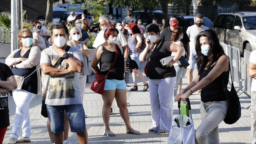 Euskadi habla de «tsunami» de positivos, pero descarta  el «confinamiento total»