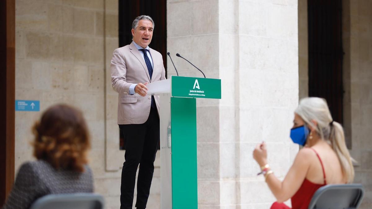 Elías Bendodo, en la inaguración de la sala de exposiciones temporales 'Eugenio Chicano'