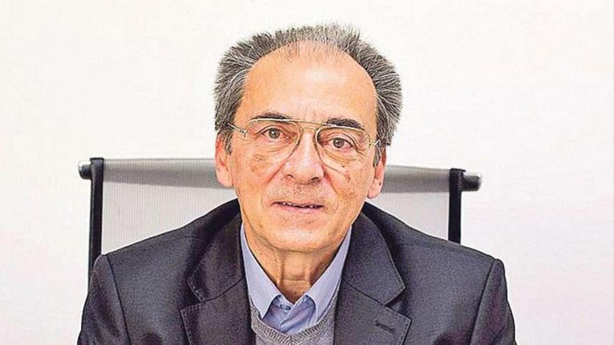 Conferencia en Benidorm del economista y exrector de la UA, Ignacio Jiménez Raneda