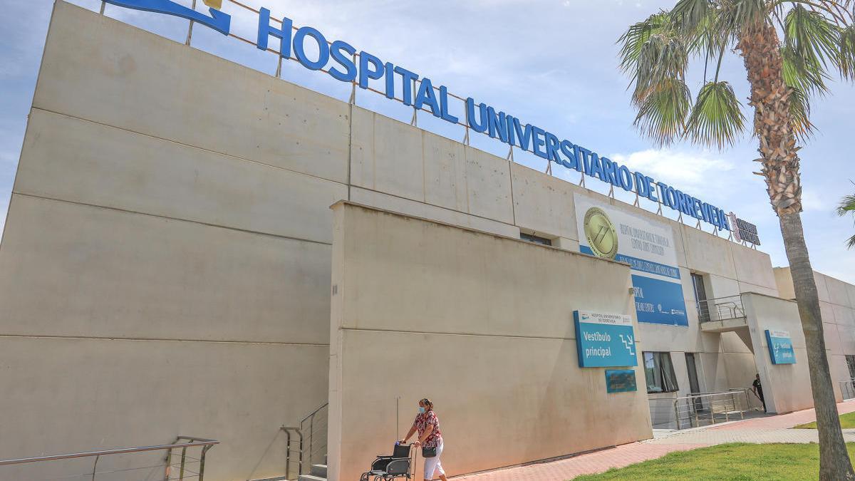 Herido un jardinero al caer desde tres metros en Pilar de la Horadada