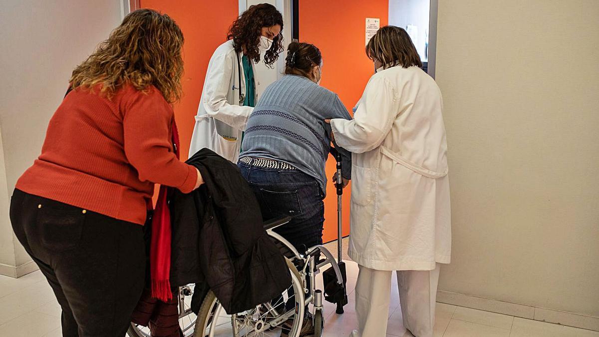 Una paciente que necesita ayuda para acudir a la consulta.