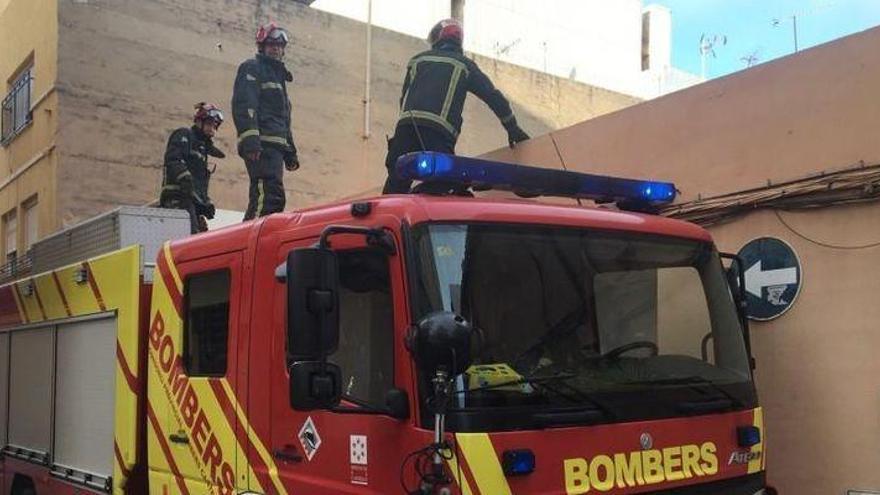 El viento obliga a actuar a los bomberos en Benicarló, Torreblanca y Orpesa