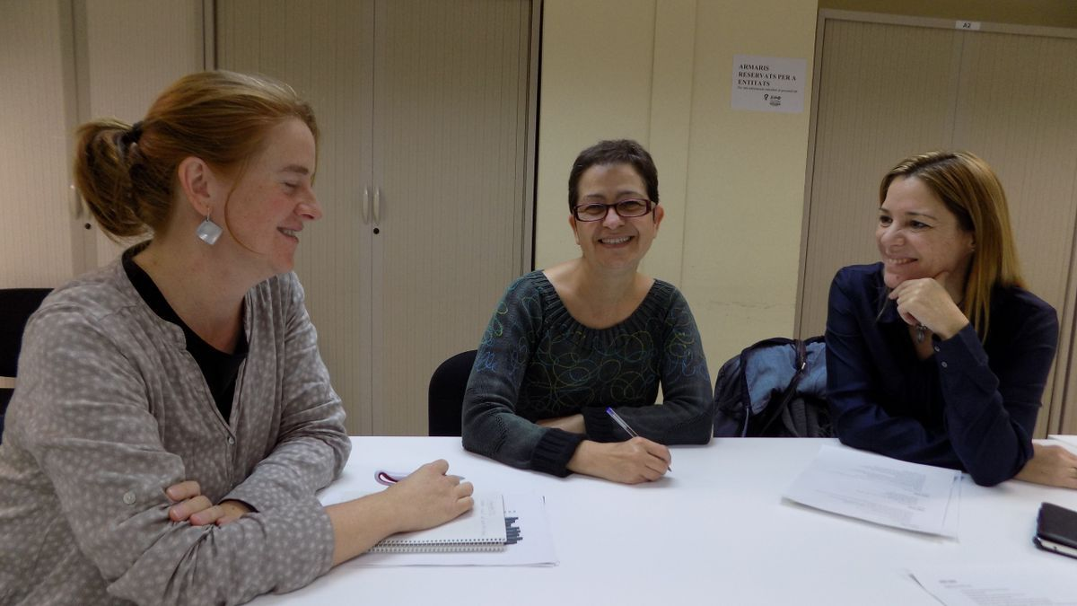 Laura Castany, tècnica de Feminismes i LGTBI; Carme Batista, tècnica en gestió del SIAD, i Cristina Cruz, regidora de Feminismes i LGTBI