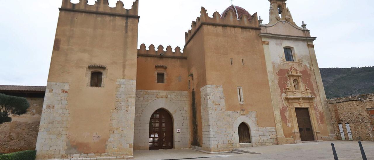 El imponente Portal Nou del Monestir de Santa Maria de la Valldigna, en Simat, en una imagen tomada esta misma semana.