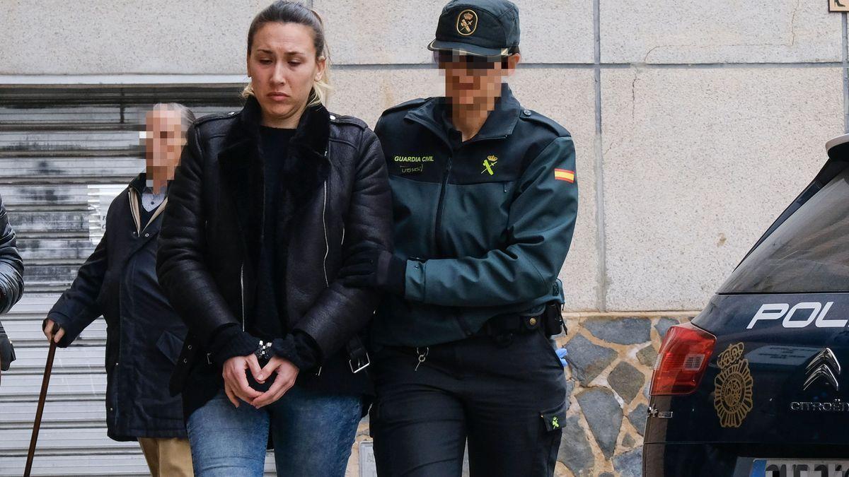 La asesina del pequeño Dominique en una de sus comparecencias en el Juzgado de Elda.