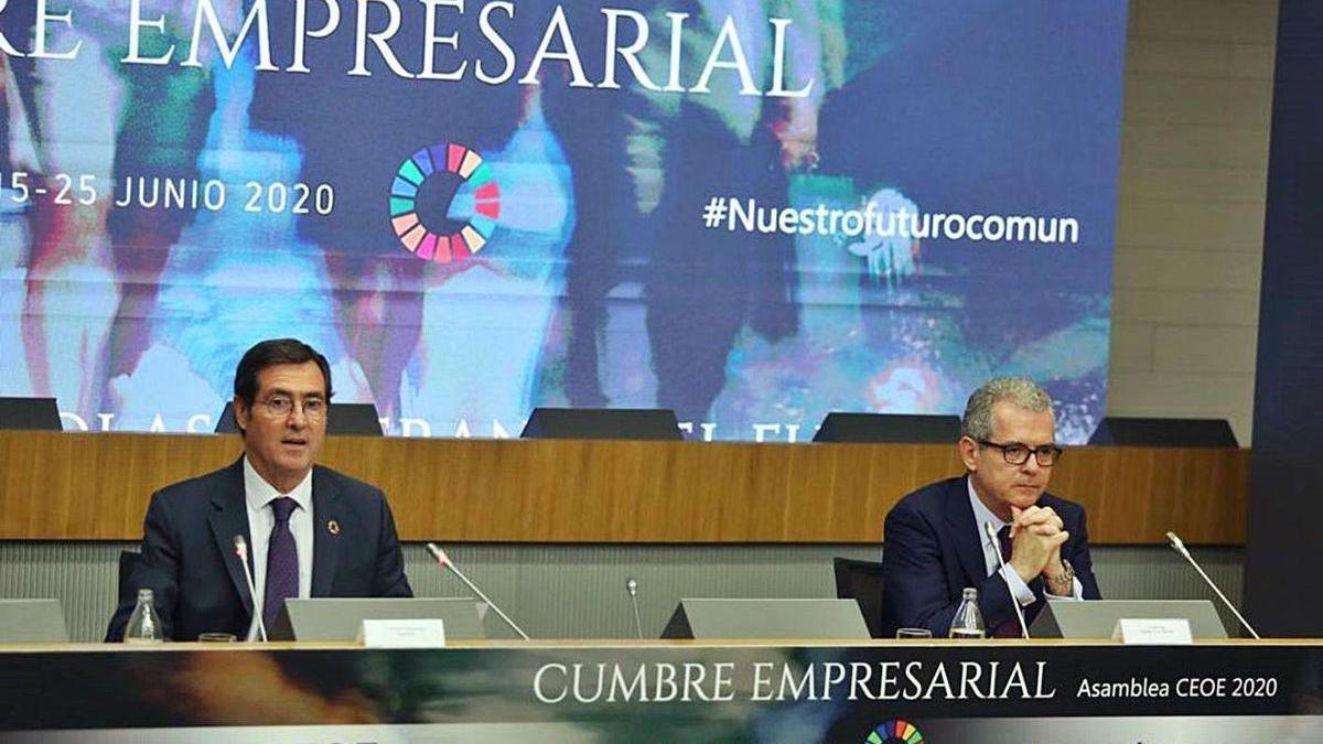 Antonio Garamendi y Pablo Isla, ayer en la Asamblea de la CEOE.