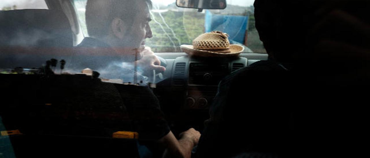 Imagen de julio pasado, el presidente del Gobierno, Fernando Clavijo, visita unas bodegas en Lanzarote.