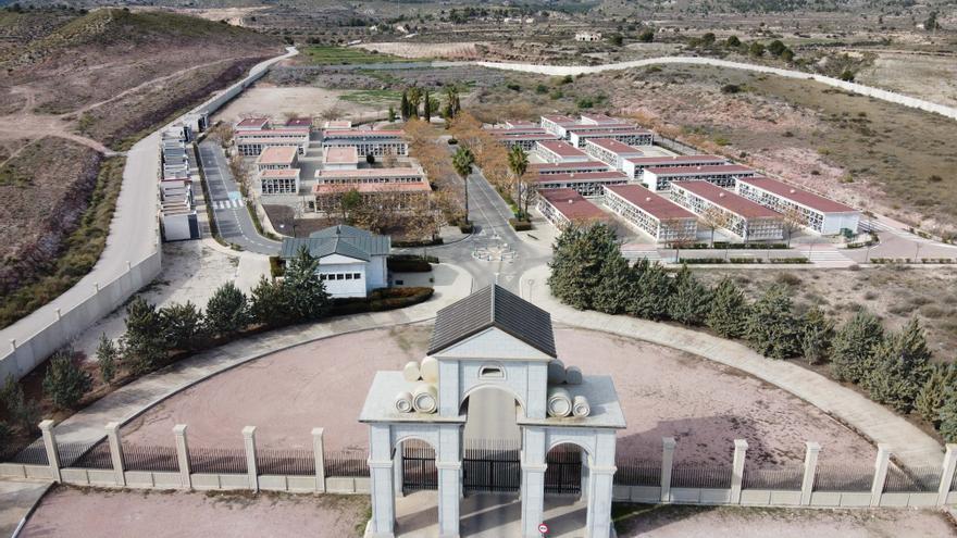 Horario especial en los dos cementerios de Elda por la festividad de Todos los Santos