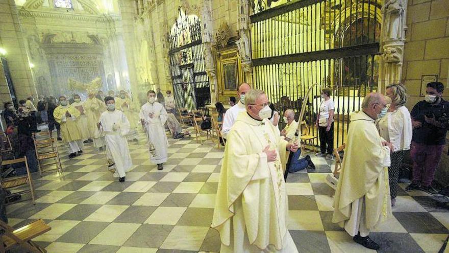 El obispo de Cartagena fingió ser capellán de una residencia de mayores para vacunarse